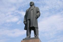 Павлоградцам нужно решить, что делать с памятником Ленину