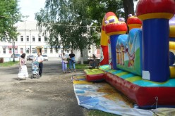 Кому заважають дитячі атракціони?