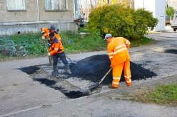 Дороги у Павлограді полатають частково