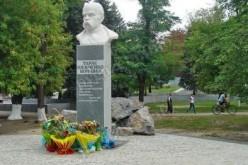 Біля пам'ятника Шевченку висадять туї