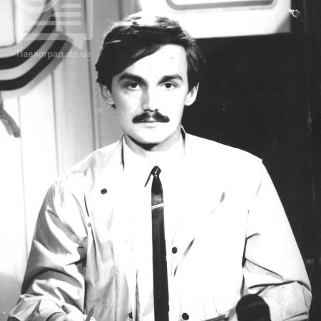 Запис програми новин. На фото Владислав Лебедєв один з перших ведучих програми новин на НПТ 1992р.