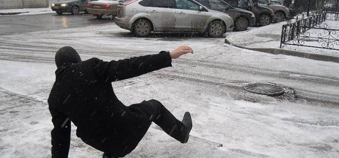 Посыпьте дорожки! В Павлограде растет количество уличного травматизма