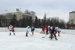 Міську ковзанку Павлограда облюбували хокеїсти (ФОТО і ВІДЕО)