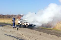 У Першотравенську пожежникам довелося гасити «Таврію»