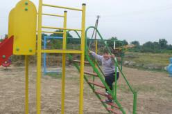 У Павлограді встановили дитячий майданчик у приватному секторі