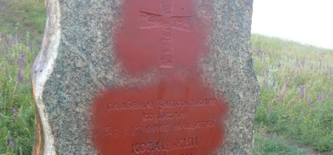 Стелу на Мавринському майдані обмальовують вже вчетверте