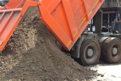 На околиці Павлограда крали пісок «КАМАЗами»