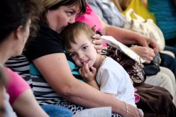 Майже половина переселенців не збираються повертатися з Дніпропетровщини на Донбас — Валентин Резніченко