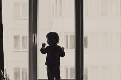 В Павлограде с пятого этажа выпал ребенок