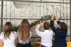 В школе №17 начали плести 10-метровую маскировочную сеть
