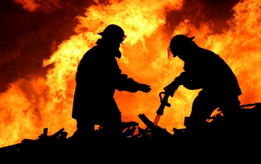 На пожаре в Павлоградском районе нашли труп женщины