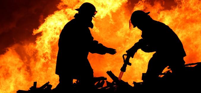 В Павлограде спасатели вынесли женщину из горящего дома