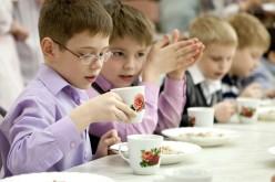 На Днепропетровщине родителям предлагают заполнить анкеты о качестве питания в школах