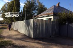 Как убрать частный забор на коммунальной территории?