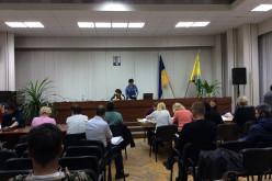 Избирательная комиссия Павлограда не выдержала натиска и ушла на перерыв (ВИДЕО)