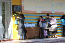 На фасаде лицея установили памятный знак четырём погибшим павлоградцам