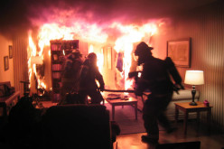 В Терновке одновременно загорелись дом и квартира