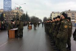 Солдаты приняли присягу на Соборной площади Павлограда (ВИДЕО)