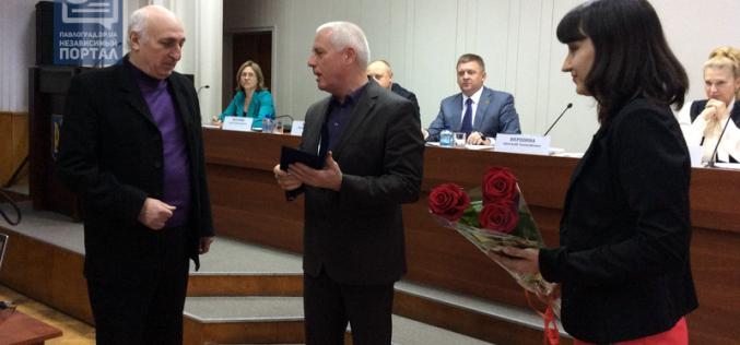 Облсовет наградил театрального режиссёра Анатолия Реву