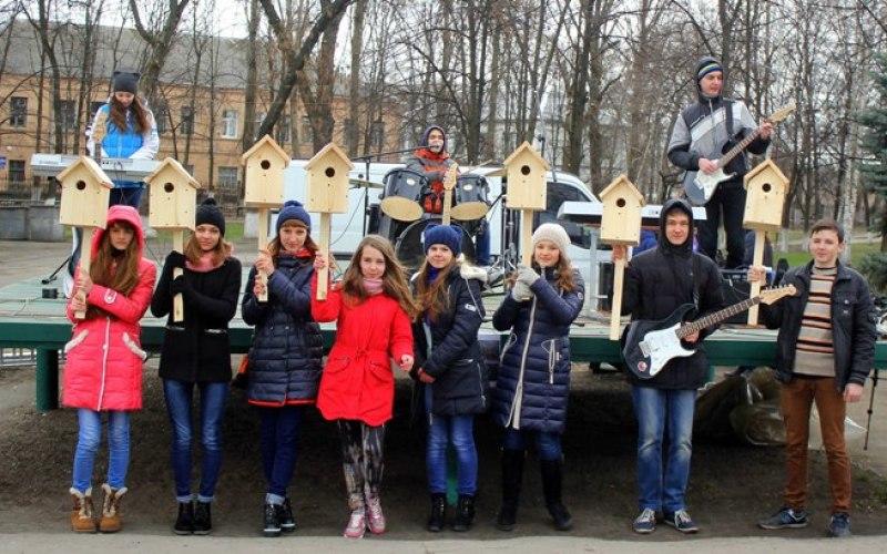 Подростки организовали рок-концерт в центре Павлограда
