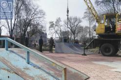 В сквере им. Шевченко появился мини-скейт-парк (ВИДЕО)