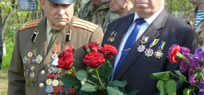 Павлоградцы посетили могилы на братском кладбище возле станции «Павлоград-2» (ФОТО и ВИДЕО)