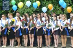 В Павлограде прозвенели последние звонки (ФОТОРЕПОРТАЖ)
