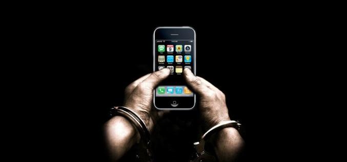 Угрожая ножом, преступник отбирал у женщин мобильные телефоны
