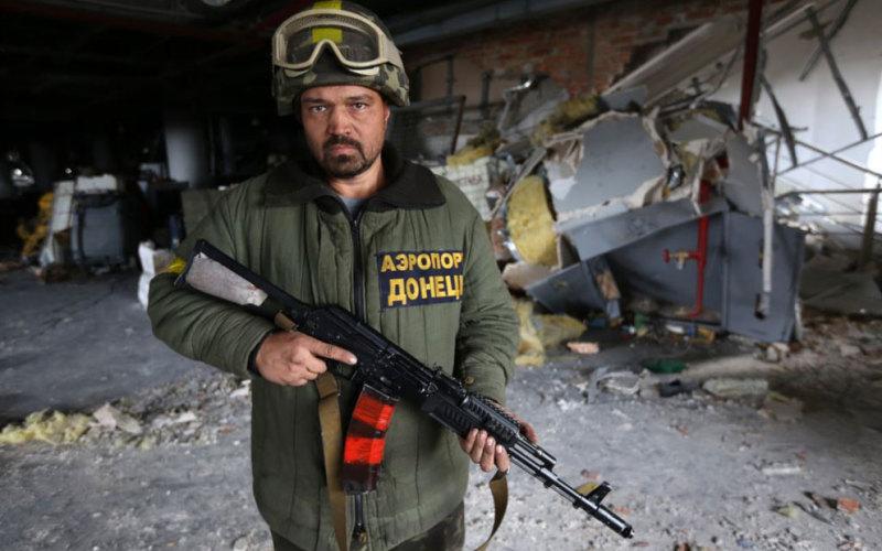 Нужда заставляет «киборга» из Павлограда продавать свою знаменитую армейскую куртку