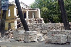 В Павлограде разбирают старинные казармы, построенные больше 100 лет назад (ФОТО)