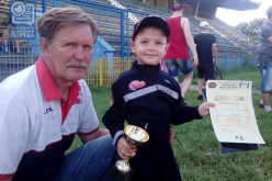 4-летний Андрей из Павлограда привез кубок соревнований по картингу