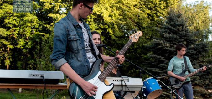 Молодежные рок-группы сыграли в сквере им. Т. Шевченко (ФОТОРЕПОРТАЖ)