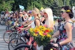 На велосипеде на каблуках: в Павлограде впервые прошел велопробег девчонок (ВИДЕО)