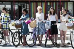 По Павлограду проедутся велосипедистки в чулках и шляпках