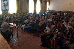 На общественных слушаниях в Павлограде мужчина получил кулаком в лицо за слова «гражданская война» (ВИДЕО)