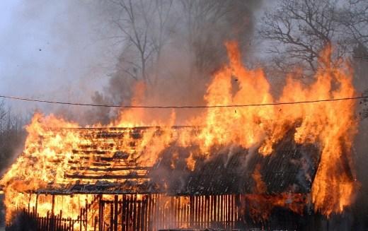 Павлоградский район: в результате пожара погибли два человека