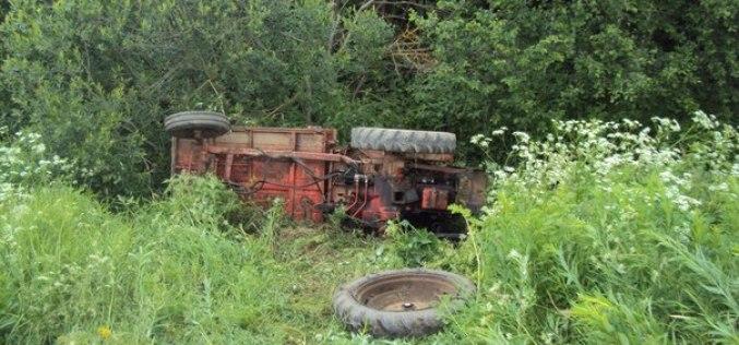 Водитель трактора оказался зажат в кабине и умер