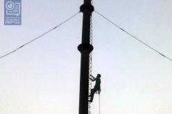 В Павлограде спасатели снимали любителя острых ощущений с трубы котельной