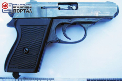 В бардачке автомобиля павлоградские полицейские нашли пистолет и патроны
