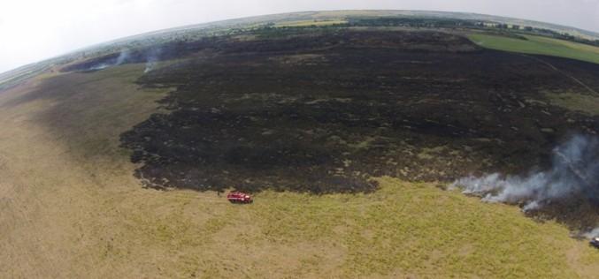На Павлоградщине горела сухая трава на огромной площади (ФОТО С КВАДРОКОПТЕРА)