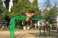 Во дворе павлоградской школы открыли площадку Street Workout