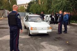 В Терновке полицейские отрабатывали алгоритм действий при проверке автомобиля