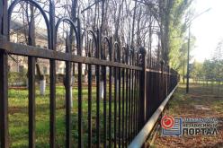 В Павлограде решили оградить парк забором