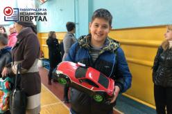 В Павлограде школьники гоняли на радиоуправляемых моделях авто (ВИДЕО)