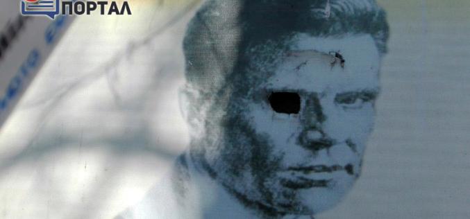 В Павлограде вандалы выкололи глаза на портретах писателей