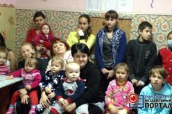 Малыши в детском отделении больницы получили сладкие подарки