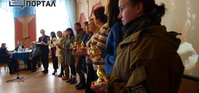 Павлоградским волонтерам вручили «голубей мира» (ФОТО и ВИДЕО)