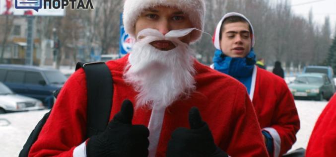 Детям привезли сладости Деды Морозы на велоcипедах (ФОТО и ВИДЕО)