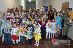 Павлоградские волонтеры и кинологи привезли праздник в детский дом Донбасса