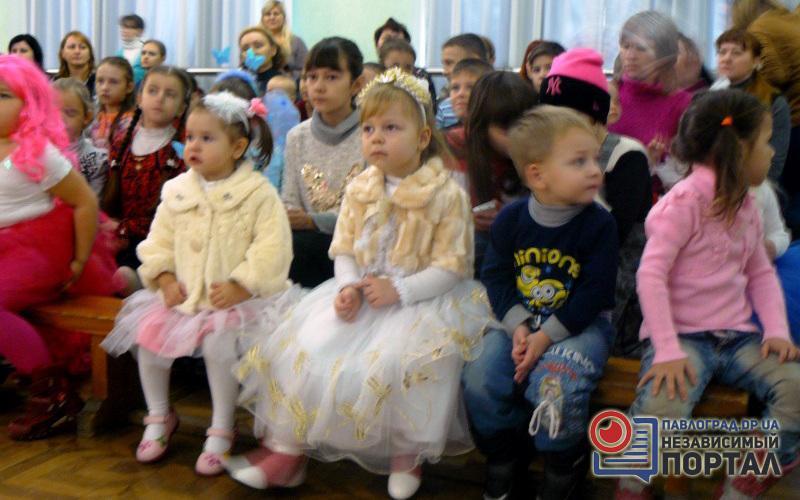 Новогодняя сказка для детей-переселенцев Павлограда (ФОТО)